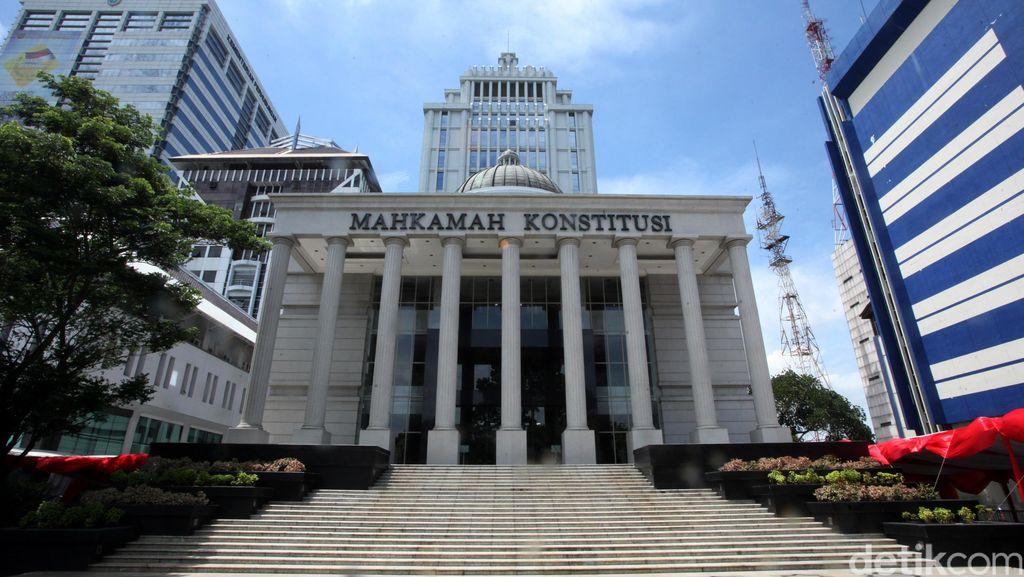 Polda Metro Jaya Tangkap 2 Satpam MK yang Curi Berkas Pilkada
