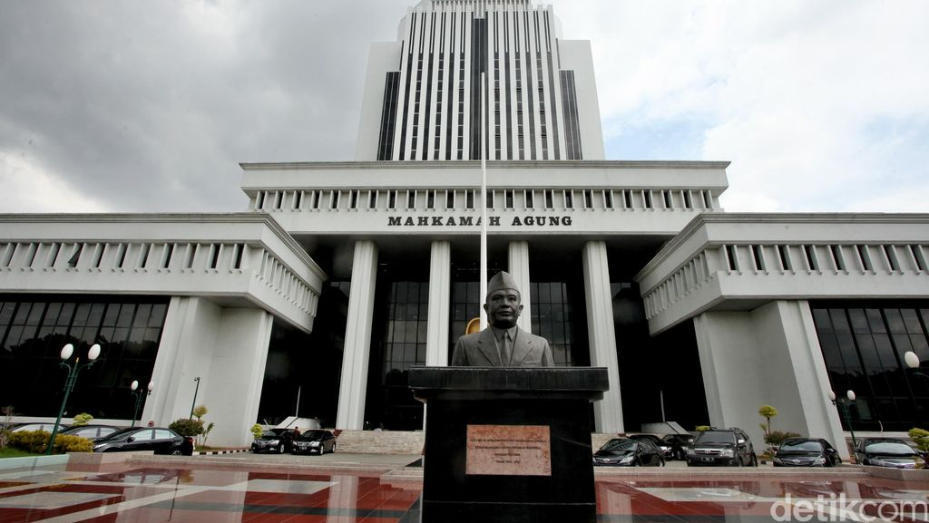 MA Lepaskan Ramai-ramai Anggota DPRD Papua dari Jerat Korupsi