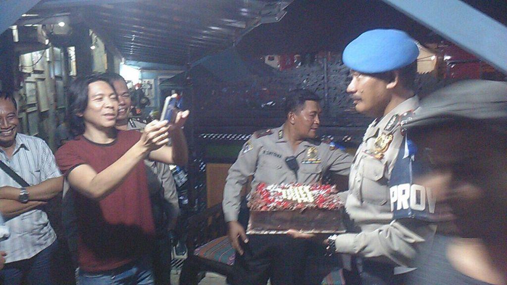 Bawa Kue, Begini Cara Polisi Imbau Slanker yang Sering Nginap di Potlot