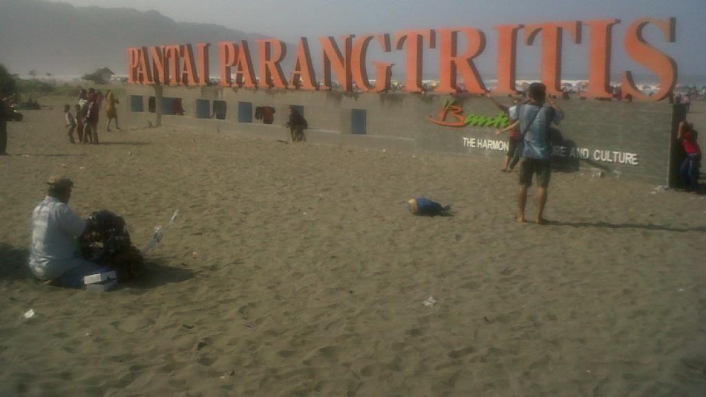 Selama Libur Lebaran, Sudah 14 Orang Tergulung Ombak Pantai Yogya