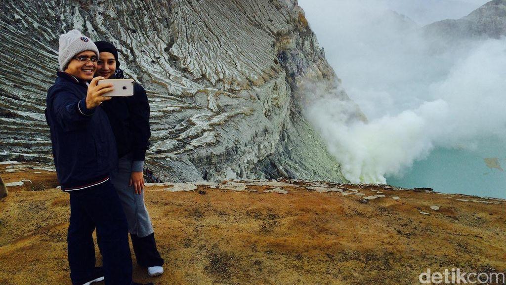 Anas yang Piknik di Kawah Gunung Ijen Selama Satu Tahun