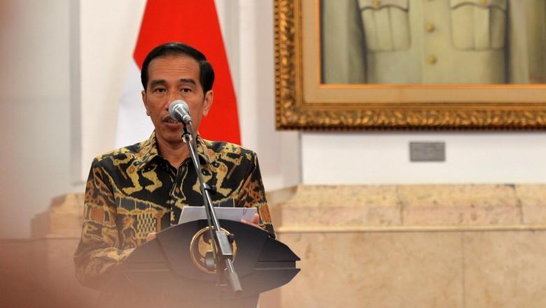 Jokowi Sebut Tingginya Ekonomi Jatim Tak Bisa Kurangi Orang Miskin