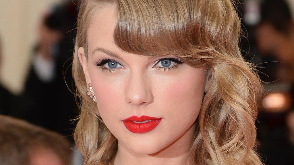 Wow, Nenek Ini Wajahnya Sangat Mirip Taylor Swift