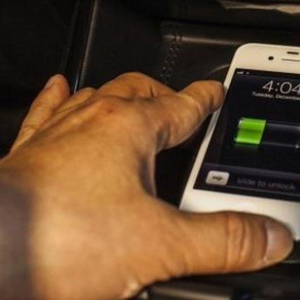 Ngecharge Saat Paket Data Aktif Bikin Baterai Gelembung?