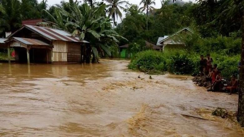 Cuaca Ekstrem Sebabkan Banjir dan Longsor di Maluku Utara