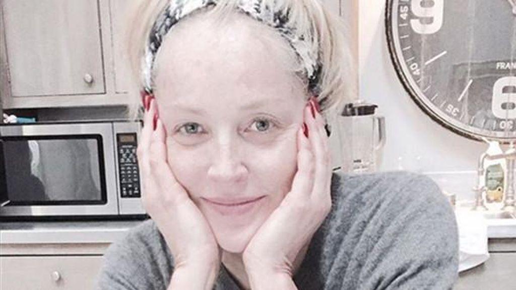 Sharon Stone Tetap Cantik Tanpa Makeup di Usia 57 Tahun