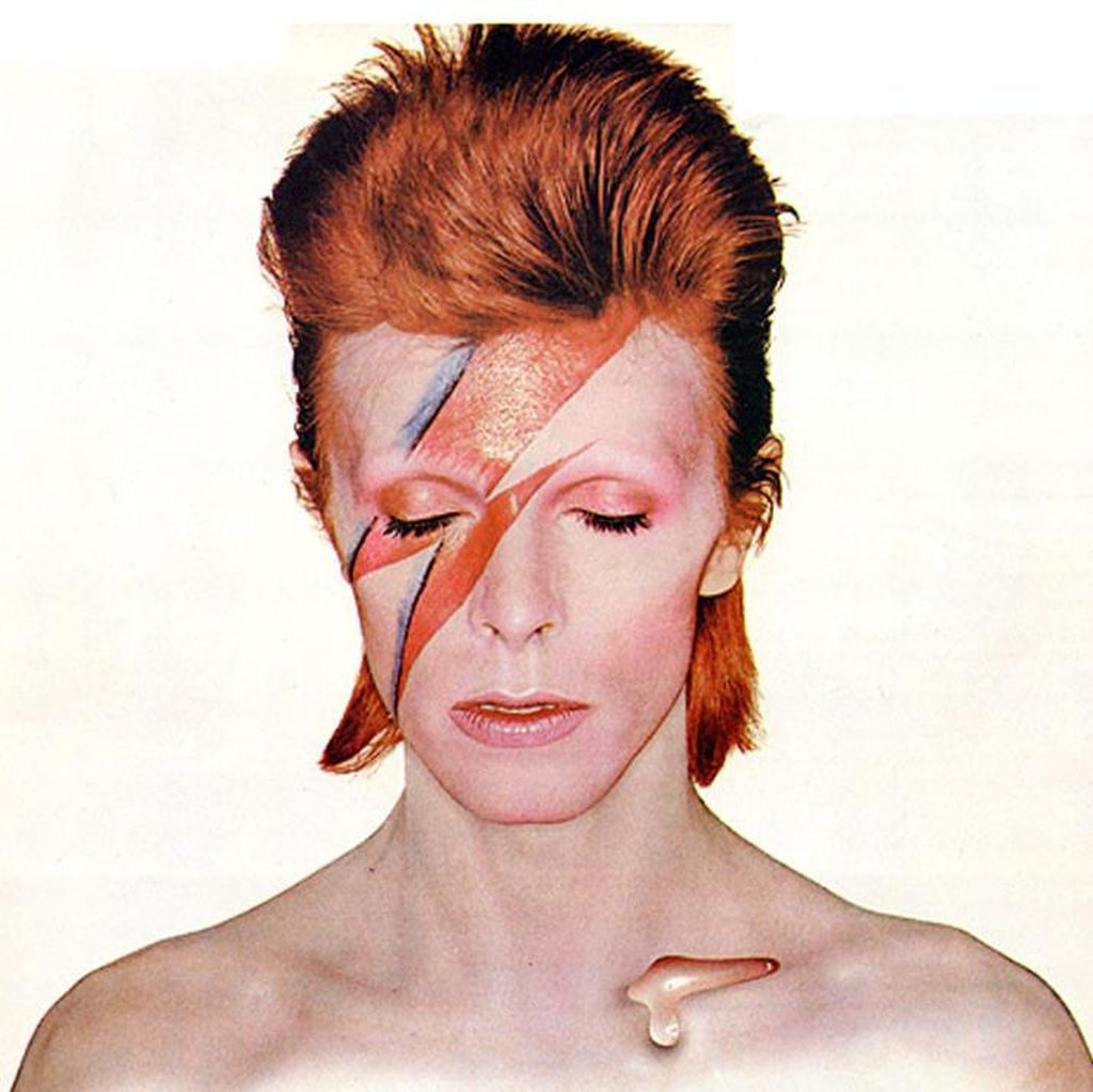 Biografi David Bowie Kupas Kehidupan Liar Sang Ziggy Stardust