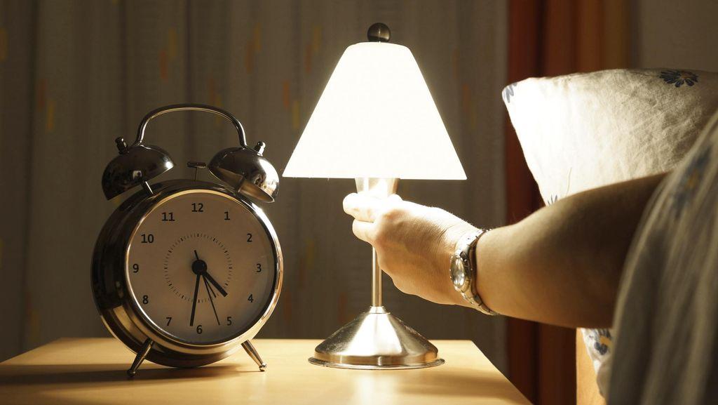 Suami Ingin Bercinta di Ruangan Terang, Tapi Istri Enggan