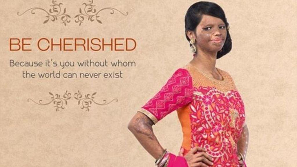 Pertamakalinya Wanita dengan Wajah Rusak karena Air Keras Jadi Model Fashion