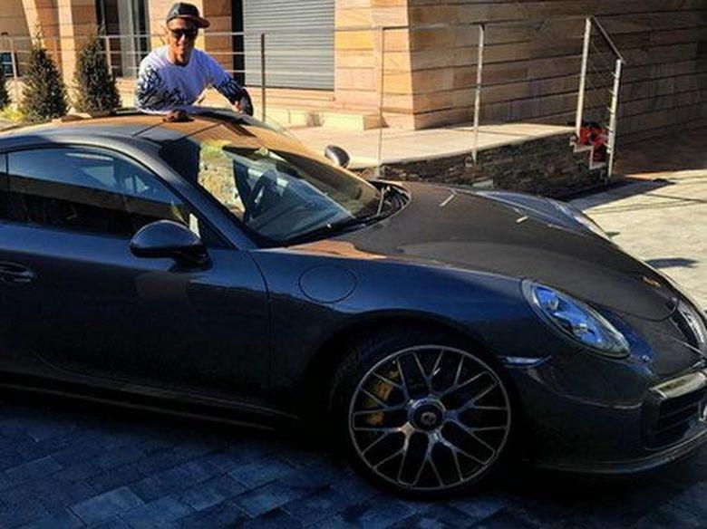 Cristiano Ronaldo Beli Porsche 911 Setelah Gagal Di Ballon D Or