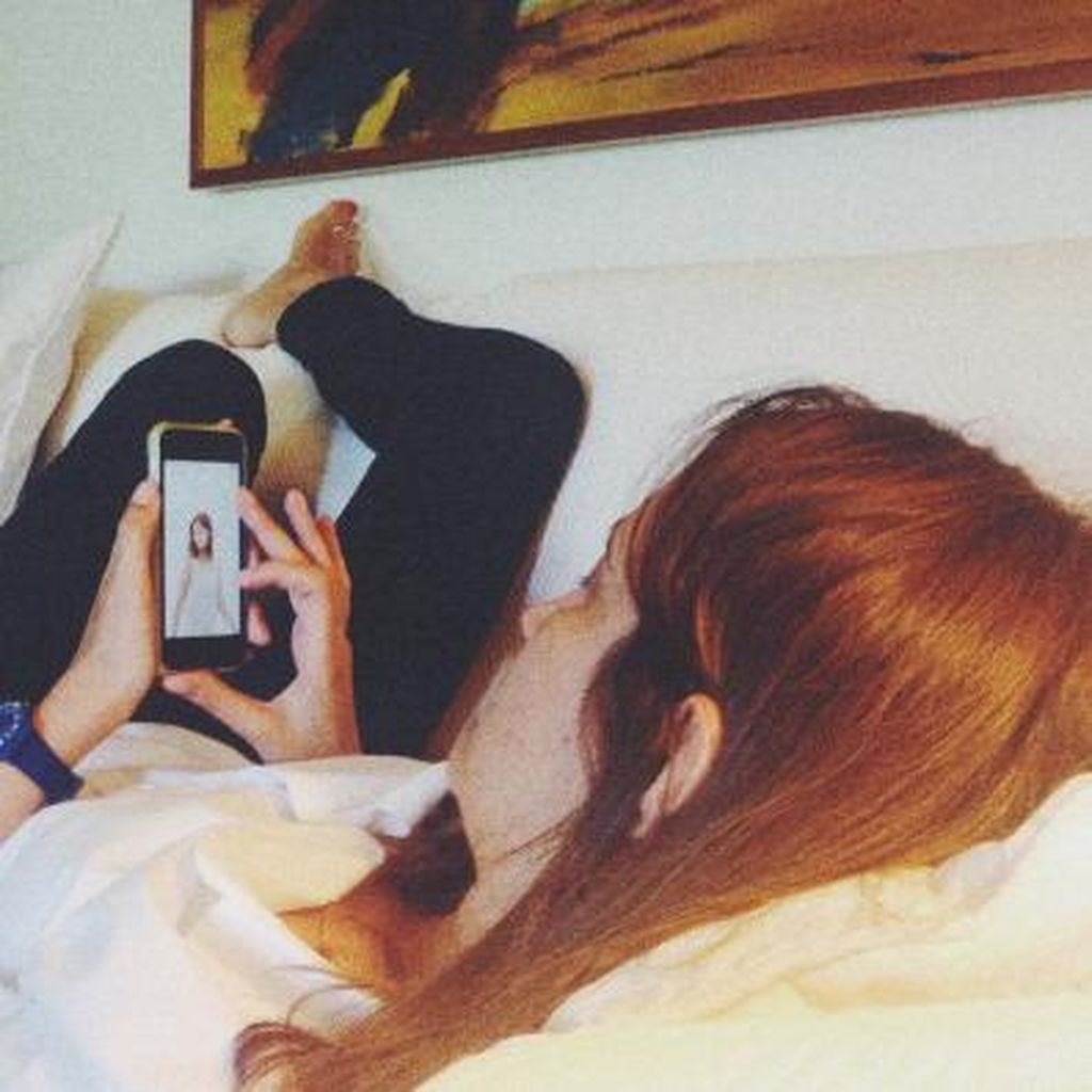 Bahaya Ponsel Saat Dibawa Tidur