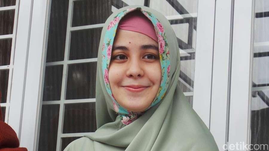Bantah Buka Hijab, Risty Tagor: Itu Akun Facebook Palsu!
