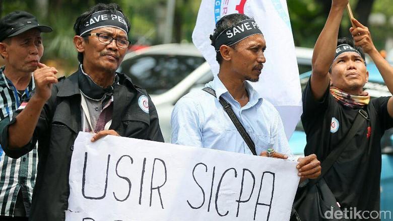 Pekerja Peruri Demo di Kementerian BUMN