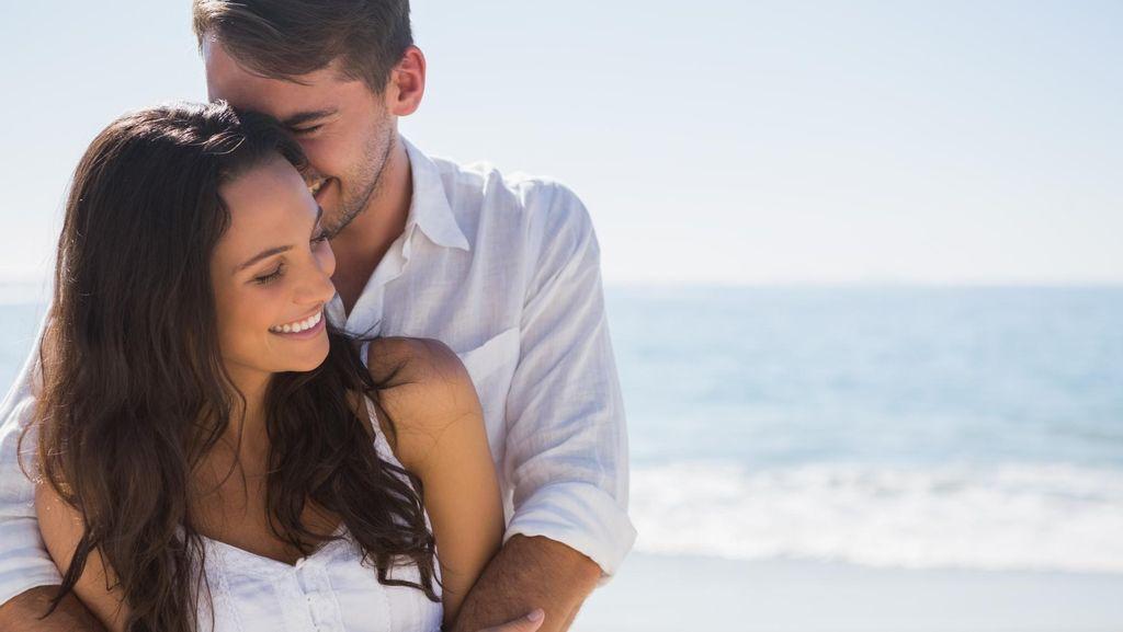 7 Alasan Pasangan Menikah Harus Coba Bercinta di Hotel