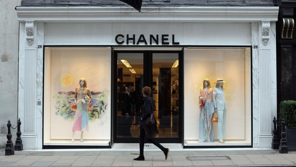 Kaca Butik Diterobos Mobil, Beberapa Tas Chanel Dilaporkan Raib