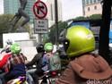Motor Dilarang Lewat, Ongkos Bertambah, Daya Beli Berkurang