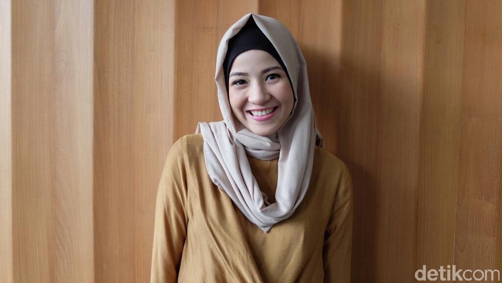 Tutorial Hijab Kasual Ala Natasha Rizki