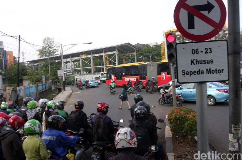 Pembatasan Motor di Jalan Protokol Jakarta Sangat Terburu-buru