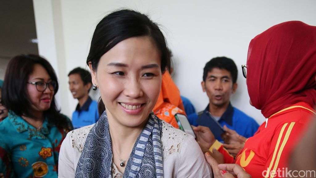 Bu Vero dan Bu Happy Datangi Pengungsi Banjir Cipinang Melayu