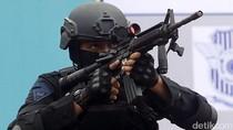 Polantas Boleh Saja Pegang Senjata, Tapi Jangan Disalahgunakan
