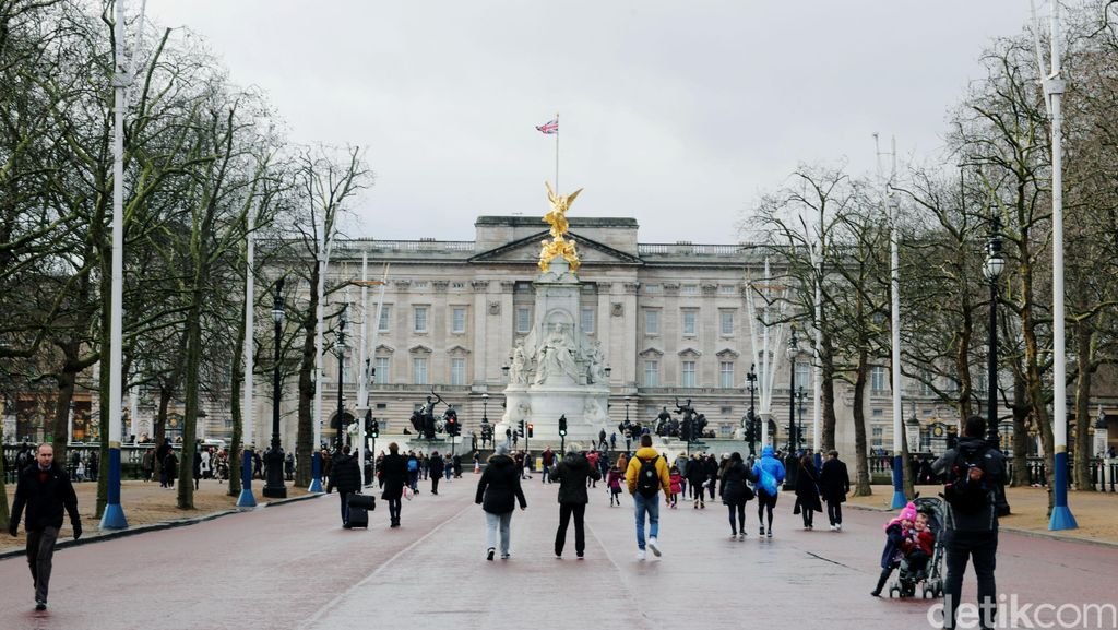 Seorang Pria Berpisau Ditangkap di Dekat Istana Buckingham