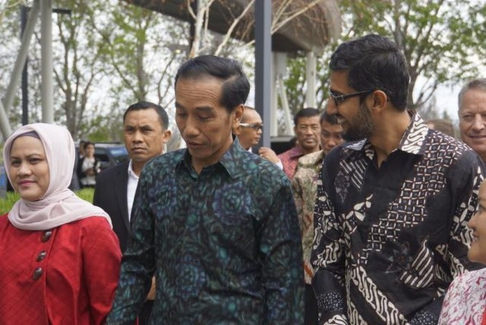 Pada tahun 2016 lalu, Jokowi datang ke Silicon Valley dan mengunjungi kantor Google. Dia disambut Sundar yang memakai baju batik. Foto: KJRI San Francisco