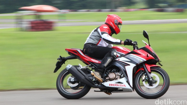 Perang Motor Sport 150 cc, Mana yang Terlaris?