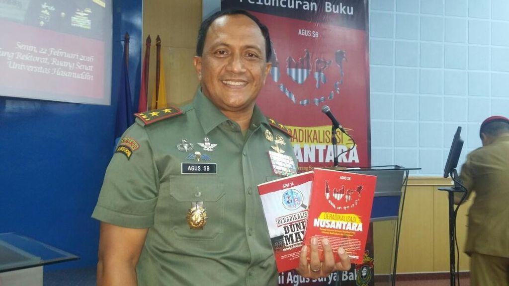 Pangdam Wirabuana Mayjen Agus Luncurkan 2 Buku Deradikalisasi