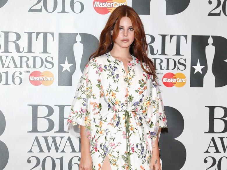 Lana Del Rey Bawa Oleh-oleh Lagu Baru dari Coachella 2017