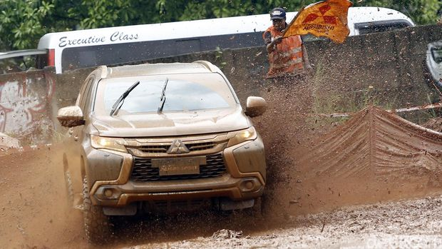 Entar bisa setangguh ini ya dek? Mitsubishi Pajero Sport