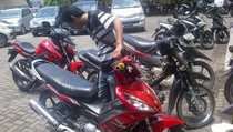 Polisi Ringkus Idrus Saat Menunggu Wanita di Alun-Alun Besuki