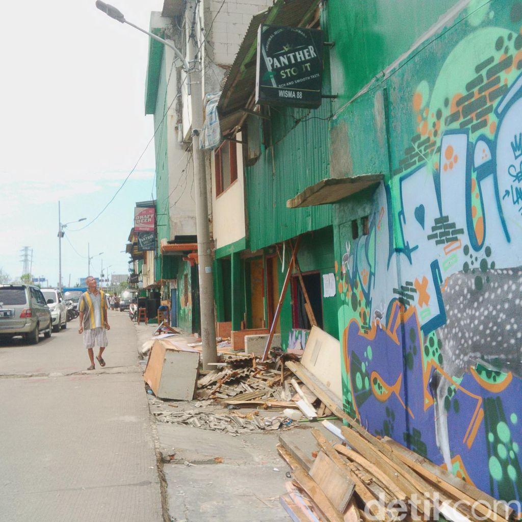 Jelang penertiban kalijodo 10 bekhoe parkir di belakang for Mural kalijodo
