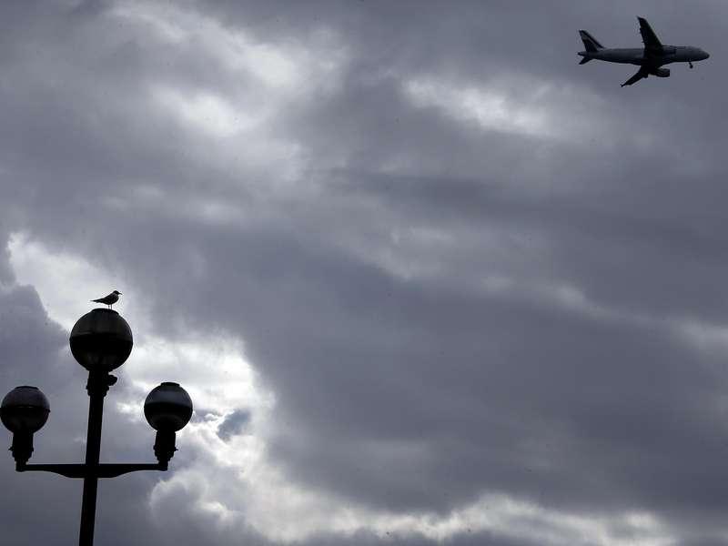 Pesawat Cessna Jatuh Menimpa Rumah di California, 3 Orang Tewas