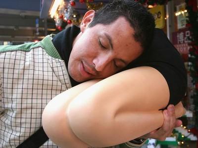 Bantal Bentuk Paha Cewek, Suvenir Jepang Khusus Untuk Pria