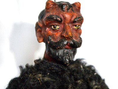 Ceko Punya Suvenir Boneka Setan!