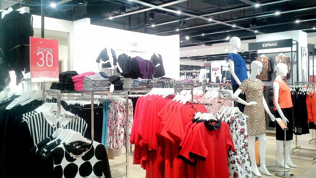 Peringati Hari Perempuan Dunia, Transmart Carrefour Tawarkan Busana Kerja Hingga Kosmetik