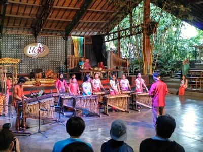 Atraksi di Saung Angklung Udjo, Bisa Ikutan Main Lho!