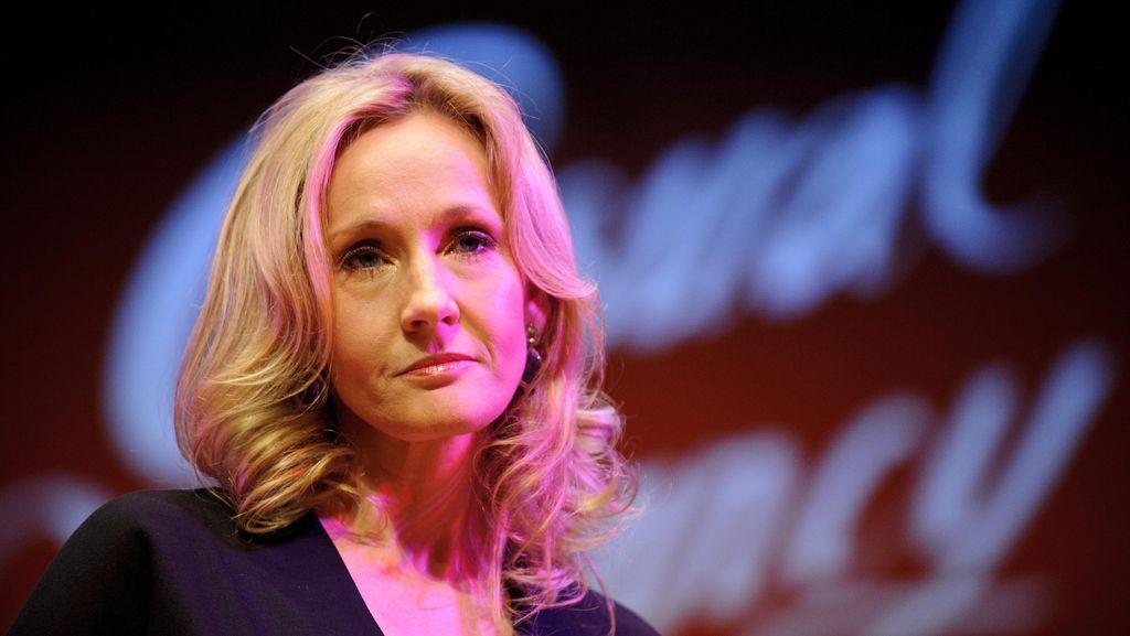 Buku Harry Potter Karya J.K. Rowling Dibakar Pendukung Donald Trump