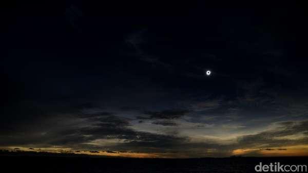 Gerhana Matahari di Negeri Laskar Pelangi yang Membawa Rezeki