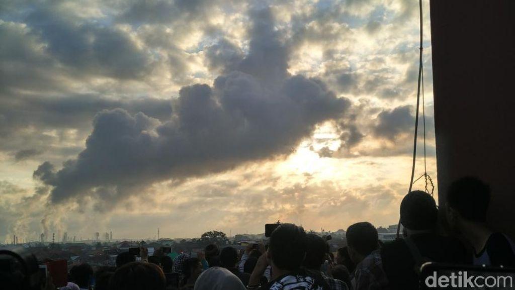 Penampakan Gerhana Matahari di Palembang yang Tertutup Kabut Asap