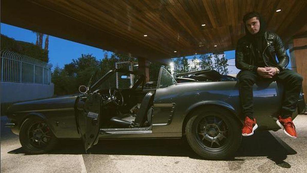 Zac Efron Pamer Mobil Kakek Hasil Modifikasi