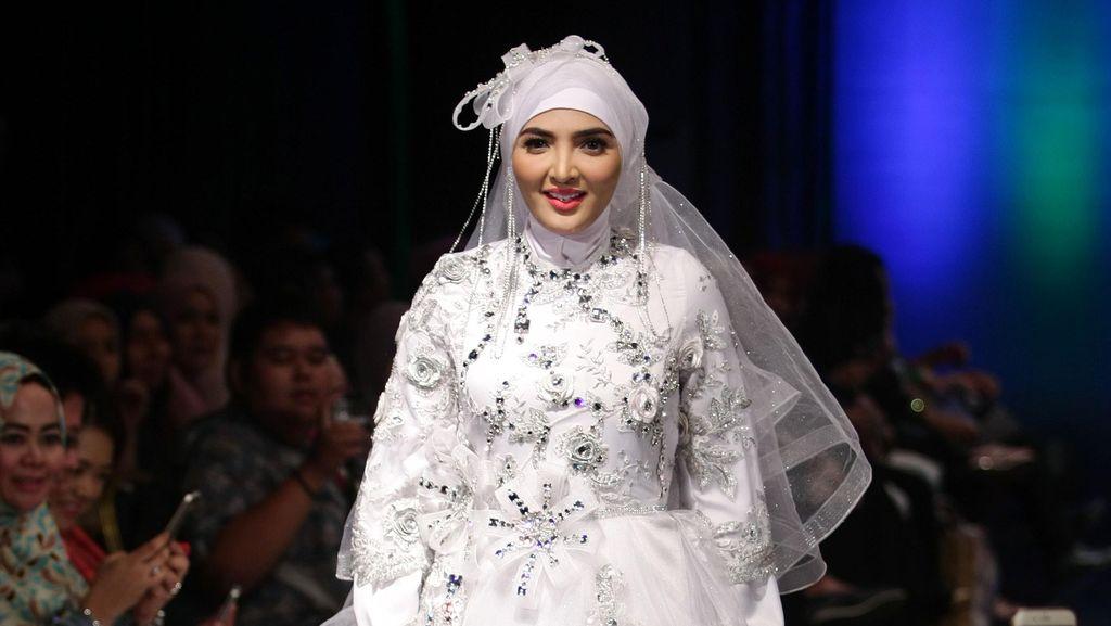 Marshanda Hingga Ashanty Jadi Model Busana Hijab di IFW 2016