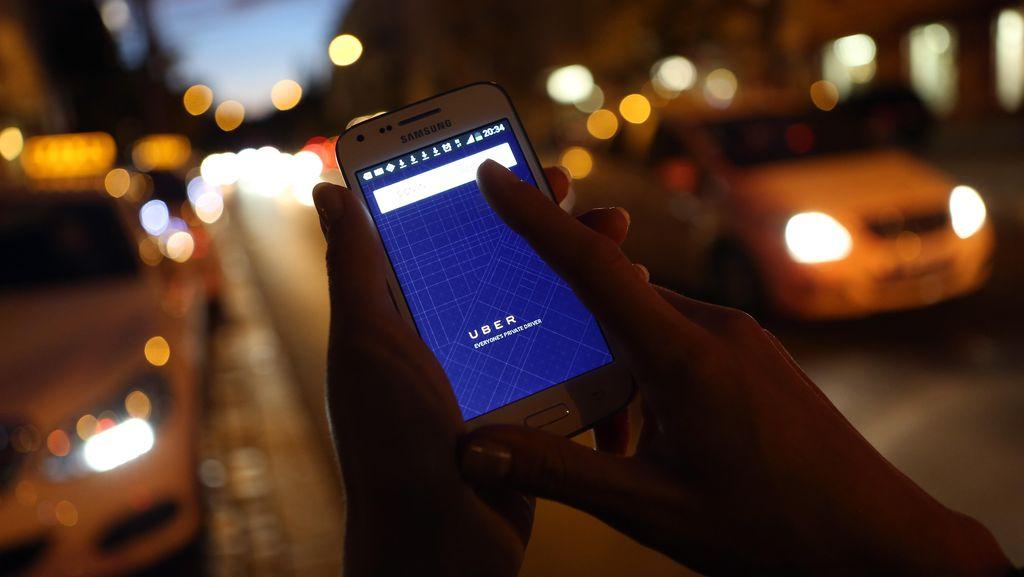 10 Benda Teraneh yang Ketinggalan di Mobil Uber