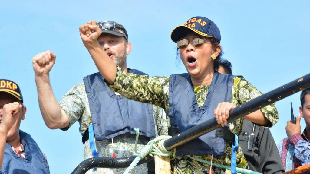 Susi Ajak Rizal Ramli Nobar Peledakan 23 Kapal Pencuri Ikan