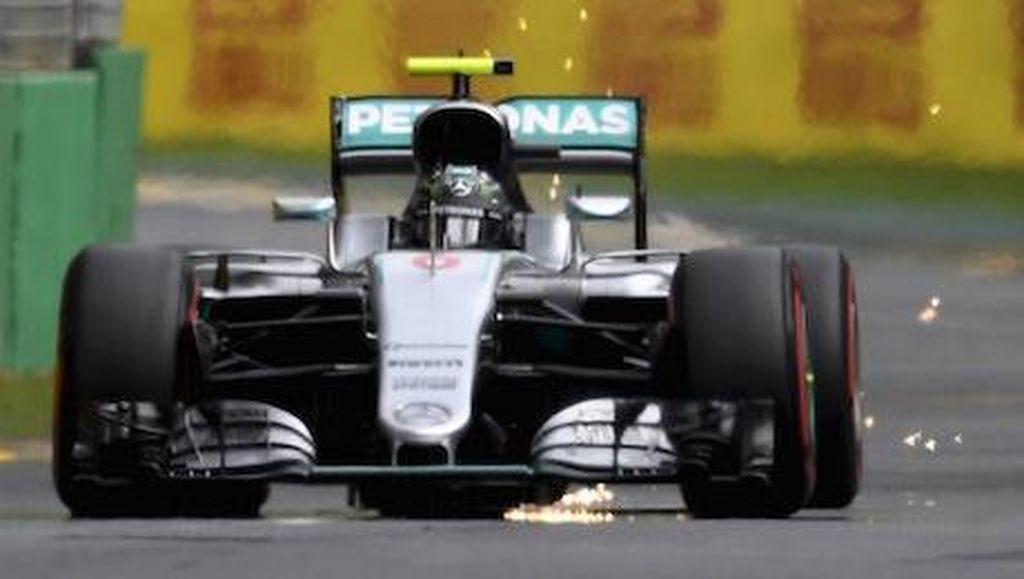 Rosberg Juara dalam Balapan Pertama yang Penuh Drama