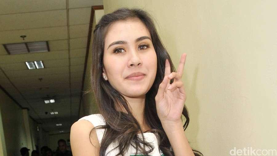 Syahnaz Sadiqah, Single and Happy!