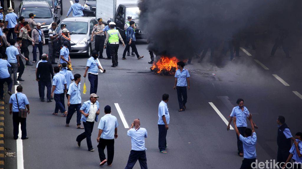 Demo Anarkis Sopir, Muncul Gerakan #BoikotTaksi di Twitter