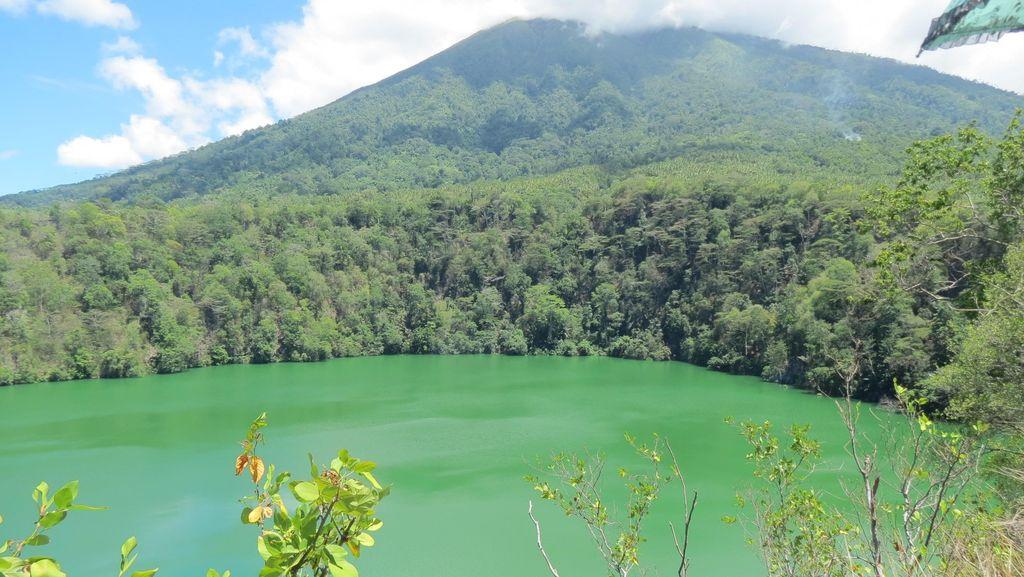 Kisah Kutukan di Danau Tolire, Ternate