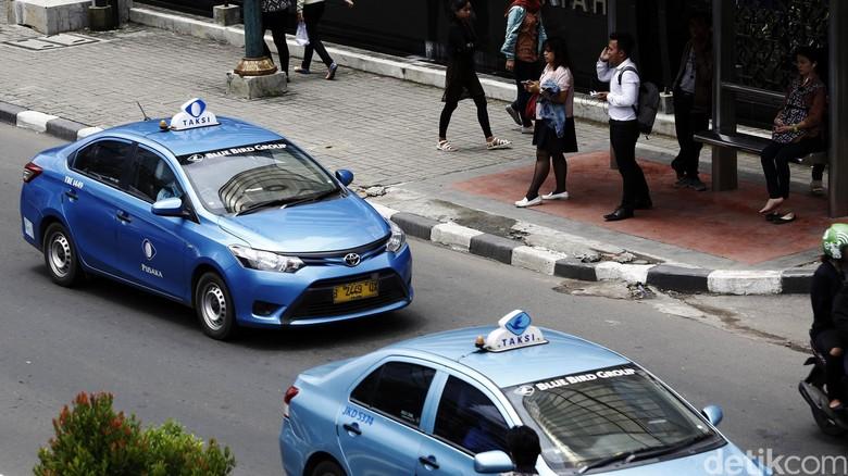 Nasib Saham Operator Taksi Pasca Kolaborasi Online