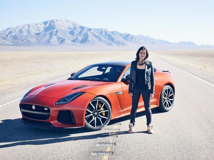 Michelle Rodriguez Ngebut dengan Jaguar